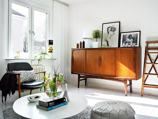 Fabulous console.  From Apartments I Like - blog