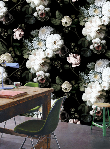 Wallpaper designed by Ellie Cashman and isn't it stunning.  Nothing in a room should compete with this.